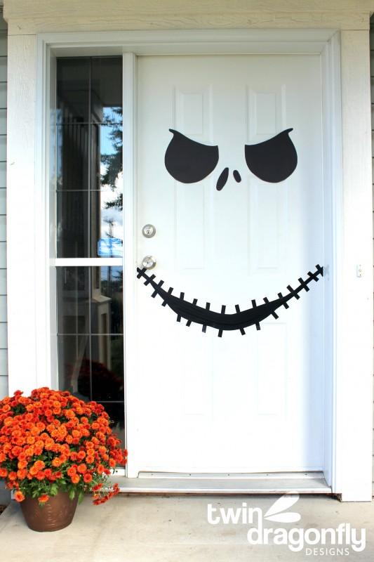 Front-door-skeleton-face-design