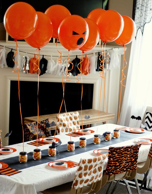 Halloween-party-table-decor