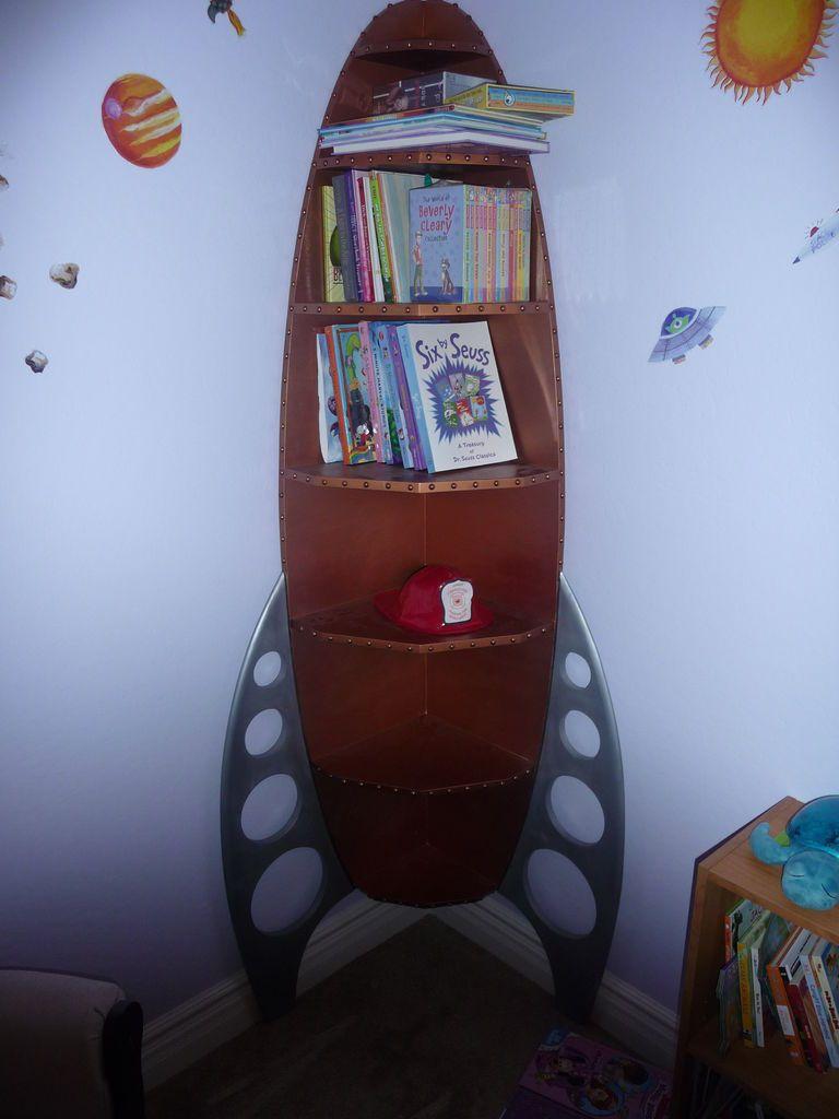 Kids-rocket-corner-shelf