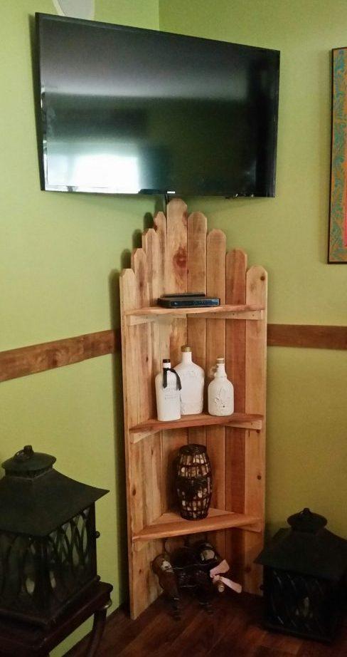 Wood-corner-shelf-DIY