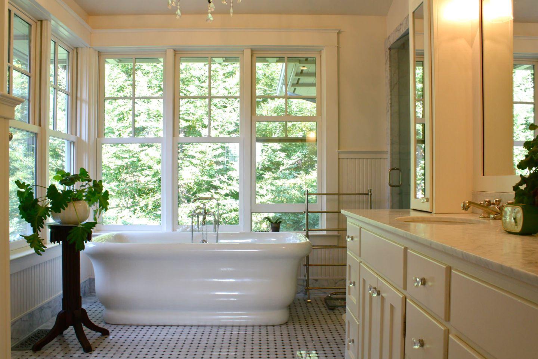 Bathroom-interior-design-with-wood-beadboard